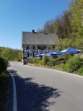 Die Neuemühle mit Blick auf den Biergarten